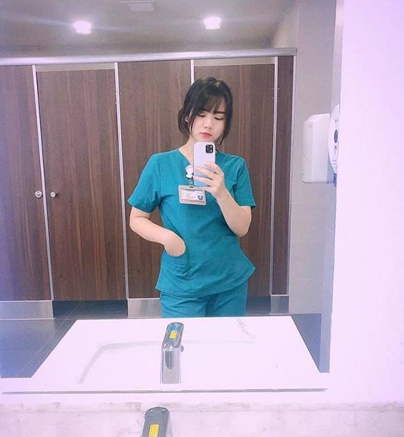 Nữ sinh xin mẹ đi chăm sóc bệnh nhân bị cách ly vì Covid-19