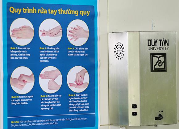 Đại học Duy Tân Chế tạo Thành công Thiết bị hướng dẫn Rửa tay đúng cách