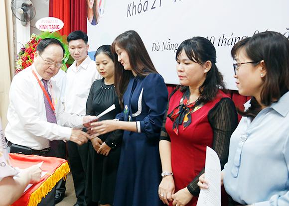 Lễ Giao Đề tài Luận văn Thạc sĩ cho Học viên Khóa 21 tại Kiên Giang và Đắk Lắk