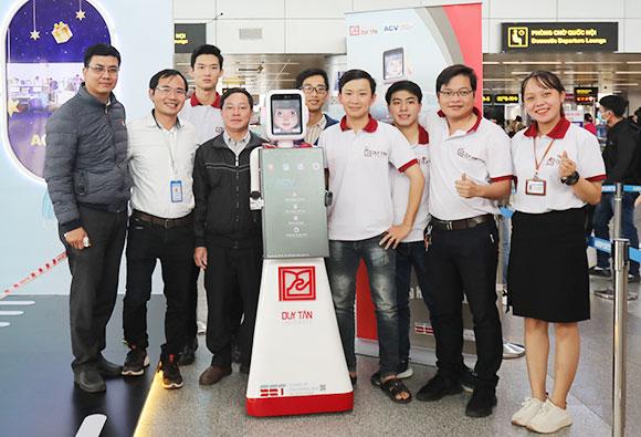 Trung tâm CEE ch?y Th? nghi?m iRobt - Robot Hu?ng d?n Hành khách di Máy bay