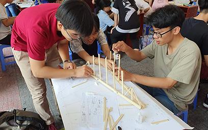 """Cuộc thi """"Xây cầu Ô Thước"""" Lần thứ 5 tại Đại học Duy Tân"""