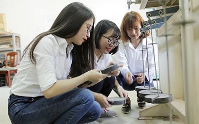 Sinh viên Xây dựng ĐH Duy Tân được học tập với nhiều thiết bị hiện đại