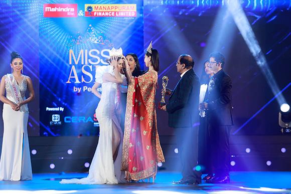 Yến Trang rạng rỡ đăng quang Hoa hậu Châu Á 2019