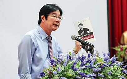 PGS-TS Nguyễn Đăng Điệp - Viện trưởng Viện Văn học phát biểu tại Hội thảo
