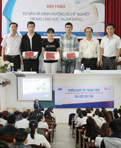Các hoạt động hội thảo, tuyển dụng sinh viên ngành ngân hàng diễn ra thường xuyên tại ĐH Duy Tân