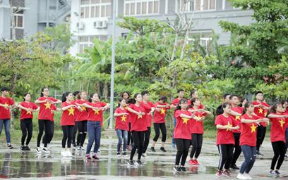 """Chương trình Đồng hành """"Trường tôi là số 1"""" đến Đại học Duy Tân"""