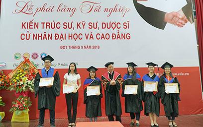 Đại học Duy Tân phát Bằng Tốt nghiệp đợt tháng 9/2018