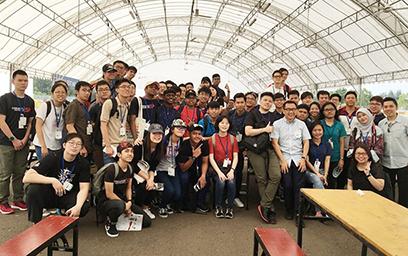 Sinh viên Duy Tân tham d? Di?n dàn Hàng không 2018 t?i Singapore