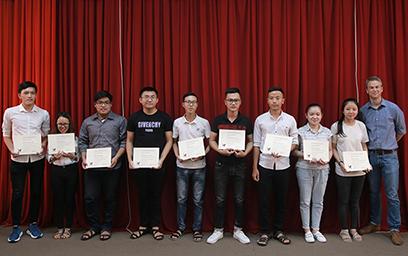 Sinh viên Duy Tân Giao lưu với Đại diện CMU và nhận Chứng chỉ Môn học
