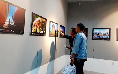Triển lãm ảnh GO SEE DO DA NANG thu hút sự quan tâm của nhiều bạn trẻ