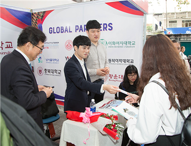Cultural Exchange Week with South Korean Universities