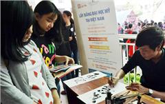DTU Participates in the Tran Phu High School Folklore Festival