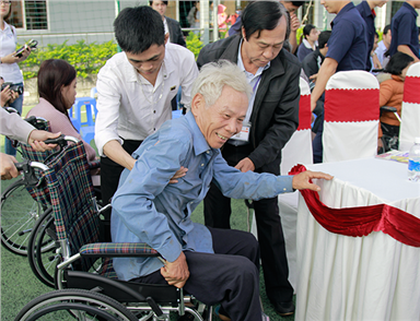 DTU Gives Electric Wheelchairs to the Disabled in Danang