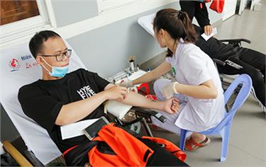 Hàng trăm Sinh viên Duy Tân tham gia Hiến máu Nhân đạo
