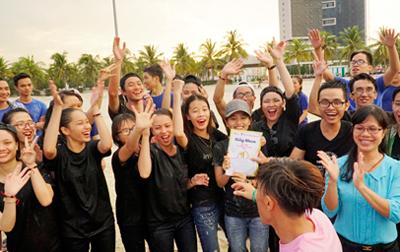 Sinh viên Khoa Dược DTU Hào hứng trong Ngày vui Fly and Shine