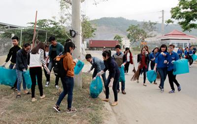 Sinh viên Duy Tân Ra quân Tháng Thanh niên năm 2016