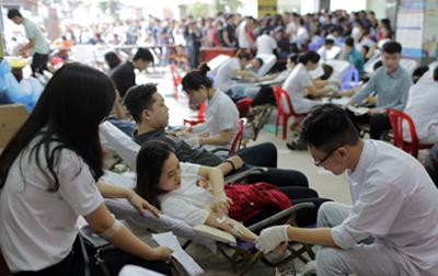 Sinh viên Duy Tân hào hứng Tham gia Hiến máu đầu năm mới