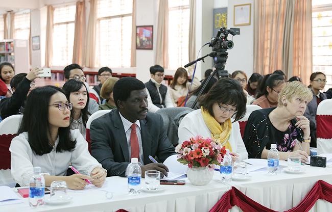 Sinh viên tham gia Cuộc thi Tranh luận bằng tiếng Anh tại Đại học Duy Tân