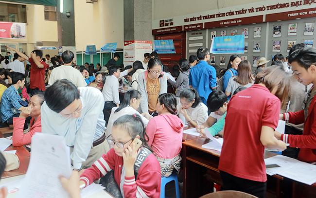 Thí sinh đăng ký nhập học ngành Kinh doanh Thương mại tại ĐH Duy Tân