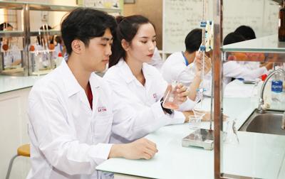 Những lý do chọn học ngành Dược sĩ tại Đại học Duy Tân