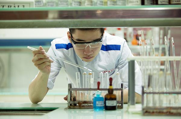 Sinh viên Duy Tân đam mê nghiên cứu khoa học