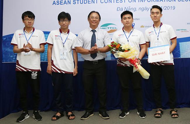 Sinh viên Duy Tân và Bản lĩnh Chinh phục Cup Vô địch các Cuộc thi Quốc gia và Quốc tế