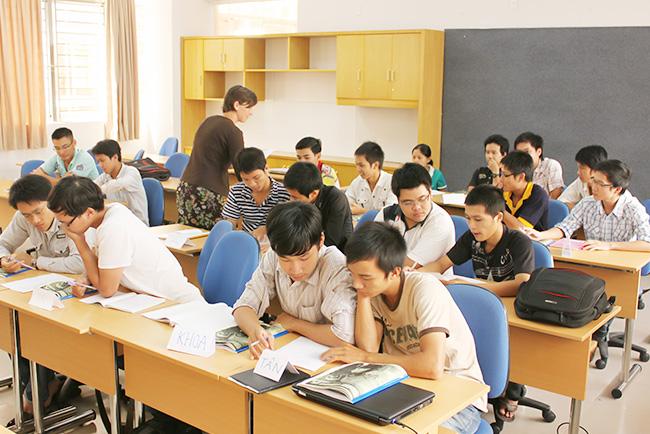 Đại học Duy Tân thường xuyên mời giảng viên nước ngoài giảng dạy tại trường