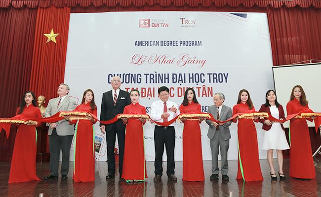 Lễ Khai giảng chương trình Du học Tại chỗ liên kết với Đại học Troy tại Đại học Duy Tân