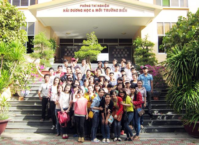 Sinh viên Khoa Môi trường Đại học Duy Tân tham quan Phòng Thí nghiệm Hải Dương học và Môi trường biển