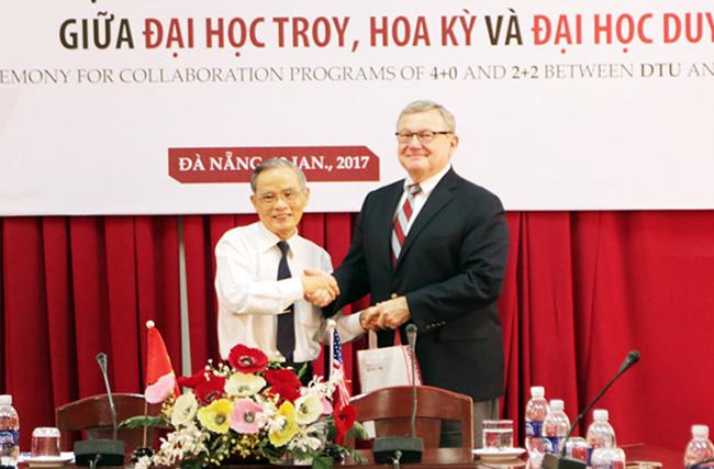 ĐH Duy Tân ký kết chương trình Du học tại chỗ với ĐH Troy, Mỹ