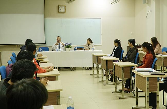 GS. Daniel J. Mitterhoff giao lưu cùng sinh viên ngành Luật Đại học Duy Tân