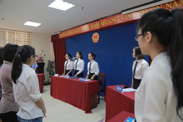 """Sinh viên Duy Tân tham gia một buổi học mô phỏng """"Phiên tòa giả định"""""""